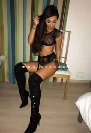 Quetty sexemodel massage à Ciboure